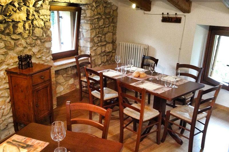Produzione tavoli e sedie per ristoranti hotel e agriturismo for Sedie per ristoranti